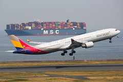 Asiana Airlines Airbus A330-343 HL8293 (Mark Harris photography) Tags: spotting plane haneda canon 5d aviation
