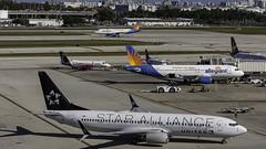 N26210_FLL_Taxiing_To_Gate_Star_Alliance (MAB757200) Tags: unitedairlines b737824 n26210 staralliance aircraft airplane airlines airport boeing jetliner fortlauderdalehollywoodinternationalairport fll kfll taxiing