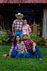 Familia Echeverría Pineda (Eye's window photography) Tags: familia family honduras villanueva child niño retrato portrait farm finca hmewphoto