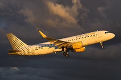EC-MAN Airbus A320-214 EGPH 21-05-19 (MarkP51) Tags: ecman airbus a320214 a320 vueling vy vlg edinburgh airport edi egph scotland aviation airliner aircraft airplane plane image markp51 nikon70200f4vr sunshine sunny planeporn nikon d500 nikond500