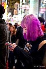 Jeune Japonaise à Shibuya (arrif-mehdi) Tags: shibuya girrl japonaise japanese girl cheveux violet rose pink pasante rue street 109 tokyo tokyoites meh photographie amazing people stranger lifestyle fille japon japan nippon pictures hair fashion mode style unik unique original student femme