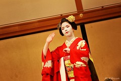 Maiko Mametama (arrif-mehdi) Tags: mametama meh photographie dans danseuse costume kimono colors amazing beautiful young girl maiko geisha theatre show spectacle artiste nippon japonaise japanese histoire amour love tradition respect pays country people maquillage make up red