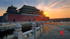 Phot.Beijing.Forbidden.City.Sunset.01.110830.8321.jpg (frankartculinary) Tags: chinahistoricplaces nikon d800 d300 d200 f2 f3 f4 coolpix frankartculinaryyahoode beijing peking china chinese forbiddencity art square places place plaza plätze strasen rue calle strada streets historic city städte ciudad ville citta india asia snowicefestival harbin grandnationaltheatre templeofheaven tempel temple tempio templo chinaethnicmuseum dashanzi 798 waterlilies hongkong victoriapeak hkcec tram starferry chineseethnicculturalpark pangu prayerwheel