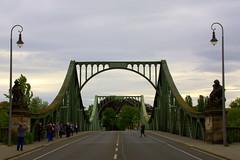 Glienicker Brücke (Weltbürgerin) Tags: europe europa germany deutschland berlin brandenburg potsdam architektur brücken history geschichte