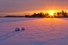 Auringonlasku Tuusulanjärvellä (mustohe) Tags: 2009 finland järvenpää tuusulanjärvi talvi winter lake snow järvi lumi sunset auringonlasku canon canon7d vanhankylänniemi