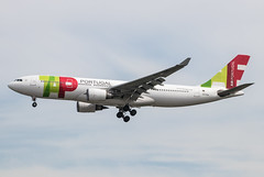 EGLL - Airbus A330-202 - TAP Air Portugal - CS-TOO (lynothehammer1978) Tags: egll lhr londonheathrow heathrowairport heathrow airbusa330202 cstoo tapairportugal