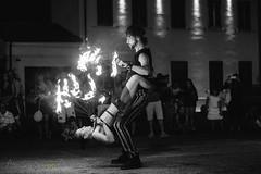 Abbraccio infuocato (Alessandro Zaniboni Ph) Tags: persona strada fuoco person bw busker fire people grazie lombardia italia