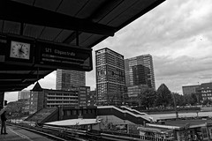 S Berliner Tor (Seedeich) Tags: 10100mmf4056vrn1 j5 hamburg bw