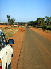 7 February 1998 - Early morning on Bulong Road, Brown Hill, Kalgoorlie, Western Australia (aussiejeff) Tags: slr eos1 canon kalgoorlie mine wa landscape tailing perspective australia outback jeffc aussiejeff 1998 90s westernaustralia bulong road hill