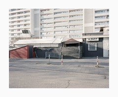 Bickendorf, 2019 (Darius Urbanek) Tags: 120 6x7 kodak mamiya7 portra400 analog architecture brutalism color concrete film mediumformat bickendorf köln cologne building efeld