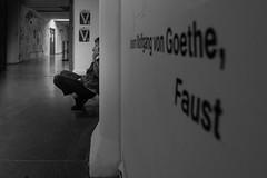 Goethe und Faust (Deinert-Photography) Tags: frau streetfotografie street schwarzweis schwarzweiss fujifilmxf16mmf14 fujifilmxt3 blackwhite citylife fuji streetart streetphoto streetphotography ubanphotography urban woman xt3 deutschland hochschulederkünste bremen