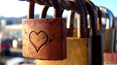 Liebesschloß (amatory lock) (skruemel86) Tags: liebesschlos makro herz ewigkeit unvergänglich rostig treue liebe love loyalty rusty everlasting eternity heart macro panasonic lumix fz82