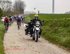 le Paris Roubaix sur les pavés (louis.labbez) Tags: saintpython nord france parisroubaix course race labbez cyclisme vélo cycle camera moto presse hélicoptère champ groupe peloton pavé paris roubaix avril 2019 cameraman journaliste télévision cycliste coureur