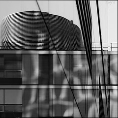 Late afternoon sun (Logris) Tags: spiegelung spiegelungen reflection reflections bw sw architektur architecture anon eos sunlight