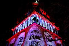 La Sagrada Família ...és Passió (Fnikos) Tags: lasagradafamilia sky gaudí antonigaudí religion basílica construction building architecture sculpture column tower art modernism temple color colour colors design decoration dark darkness night nightview nightshot tree nature outdoor