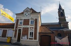 La course Paris Roubaix attendue à Neuvilly (louis.labbez) Tags: neuvilly hautsdefrance france parisroubaix course race cyclisme cycliste coureur chemin route cycle labbez village banderole accueil église mairie bienvenue sport nord 59 church