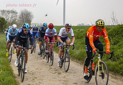 le Paris Roubaix sur les pavés (louis.labbez) Tags: saintpython nord france parisroubaix pavé course race cyclisme cycliste coureur chemin route cycle labbez poussière dust sport hélicoptère peloton