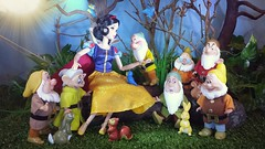 Snow White and the seven Dwarfs (custombase) Tags: disney classics doll snowwhiteandthesevendwarfs snowwhite happy dopey sneezy grumpy bashful sleepy doc woodland animals diorama toyphotography