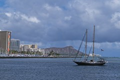 Heading In (Fletch in HI) Tags: nikon d5600 tamron 16300 boats buildings people water ocean oahu honolulu hawaii waikiki diamondhead clouds