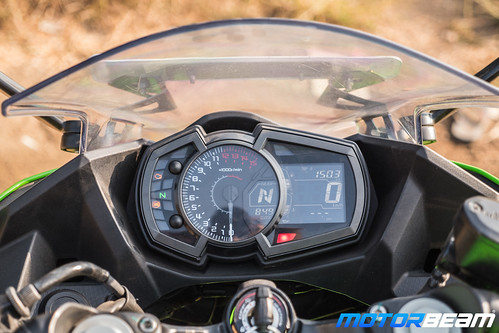 Kawasaki-Ninja-400-6