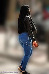 Chica peruana por Madrid (T.I.G. Foto Digital) Tags: españa ciudad nikon calles callejeando paseo paseando gente camino urbano chicas peruanas madrid