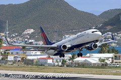 DSC_7977Pwm (T.O. Images) Tags: delta airlines boeing 737 sxm st maarten princess juliana airport