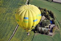 Comarca de Osona. (Barcelona) XXXVI Mercat del Ram Balloon Trophy, Vic. (Josep Ollé) Tags: flying flight fly vol vuelo volando aterrizaje festival balloons