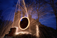 Lightpainting (Guy Goetzinger) Tags: ereignisse feuerwerk nachtaufnahmen szenen firework steelwool lightpainting photooftheday goetzinger d850 nikon experimental art lostplace ruine 2019