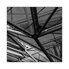 Metallica (Jean-Louis DUMAS) Tags: abstract abstrait abstraction architecture architect architecte architectural architecturale bâtiment building noir et blanc nb noireblanc bw black white naples napoli sony