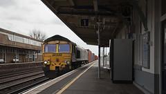 66556 Eastleigh 05/04/2019 (Flash_3939) Tags: 66556 class66 diesel locomotive freightliner eastleigh esl intermodal container driverchange station fosw rail railway train uk april 2018