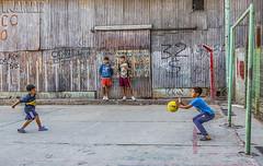 Barrio Fraga y su gente (Marina-Inamar) Tags: deporte futbol varones niños pelota jugando juego barriofraga argentina buenosaires muchachos