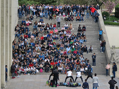 A typical Saturday afternoon show on the Trocadero north-est staircase (pivapao's citylife flavors) Tags: paris france trocadero streetartist