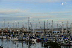 Monterey Harbour (ivlys) Tags: usa california monterey hafen harbour boot boat mond moon landschaft landscape natur nature ivlys