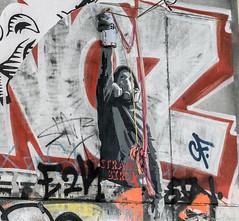 Le grapheur graphé (BenoitGEETS-Photography) Tags: graph grafiti grafitti graphe graffiti a6000 sony bruxelles brussels stationchapelle