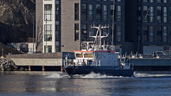 The survey vessel Anders Bure in Stockholm, passing by the island Kvarnholmen (Franz Airiman) Tags: sjöfartsverket båt boat ship fartyg stockholm sweden scandinavia