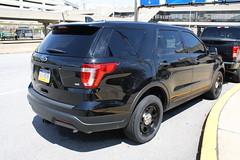 Philadelphia Police Ford Explorer (Unmarked) 2 (mattman747) Tags: philadelphia police ford explorer unmarked suv pa pennsylvania international airport