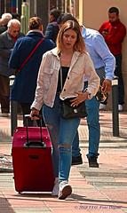 El primer plano (T.I.G. Foto Digital) Tags: españa ciudad nikon calles callejeando paseo paseando gente camino urbano chica guapa primerplano viaje cansada bonita madrid