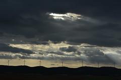 Estación eólica en Cuenca (dorieo21) Tags: molino mill nube cloud