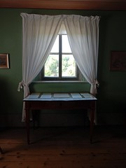 Inside out (Antropoturista) Tags: germany weimar goethe gardenhouse window view curtains table