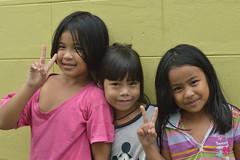 peaceful sisters with friend (the foreign photographer - ฝรั่งถ่) Tags: two sisters friend children khlong lard phrao portraits bangkhen bangkok thailand nikon d3200