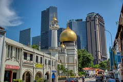 Sultan Mosque in Singapore (UweBKK (α 77 on )) Tags: sultan mosque masjid littlearabia north bridge road architecture building city urban ethnic quarter cityscape skyscraper singapore southeast asia sony alpha 77 slt dslr