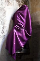Une timidité de violette (Gerard Hermand) Tags: 1904178292 gerardhermand france chartres eureetloire canon eos5dmarkii statue église church saintaignan voile veil mauve purple