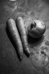 Carrots and Onions Test Shot (Alvimann) Tags: alvimann carrot onion cebolla zanahoria zanahorias vegatable vegetal black blackandwhite blanco blancoynegro
