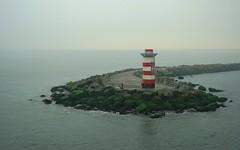 hengelaars op de grote pier van IJmuiden (zyborgh) Tags: ijmuidennh seaharbour noordzee|northsea vuurtoren pier fishing lighthouse