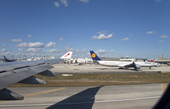 "Lufthansa Airbus A340-600 (D-AIHK) ""Mainz"" © (CAUT) Tags: aircraftspotting planespotting spotting spotter avion aircraft airplane plane flugzeug flughafen aeropuerto airport usa kolumbien kmia miami vuelo av127 flight avianca av ava n803av airbusa330300 a330 airbusa330 2019 caut nikond610 nikon d610 aviation aviacion"