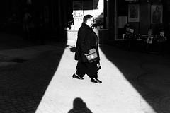 Spot on (Nikon F80) (stefankamert) Tags: nikon f80 film light shadows ilford hp5 noir blackandwhite people voigtländer ultron street analog