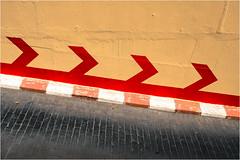 Séville 2019 (jeanlucthos) Tags: signalisation rouge graphique fleche