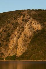 La Portilla al amanecer (RubénRamosBlanco) Tags: naturaleza nature paisaje landscape río river tietar cliff riscos amanecer dawn color luz light primavera spring monfragüe extremadura españa spain portilladeltietar
