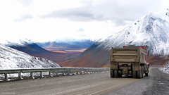 Alaska: Atigun Pass trucker (Henk Binnendijk) Tags: alaska usa brooksrange northslope daltonhighway haulroad truck trucker atigunpass snow