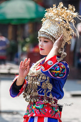 Young lady in Miao traditional costume (Pic_Joy) Tags: fenghuang hunan china asia 凤凰 凤凰古镇 湖南 中国 亚洲 夜 沱江 tuojiang 苗族 miao lady dance 美女 姑娘 湘西 古城 古镇